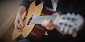 Guitarist plays easy classical songs with the guitar