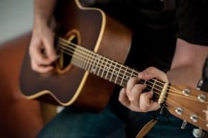 Read more about the article How to Play Guitar? Get Started Fast and Free!