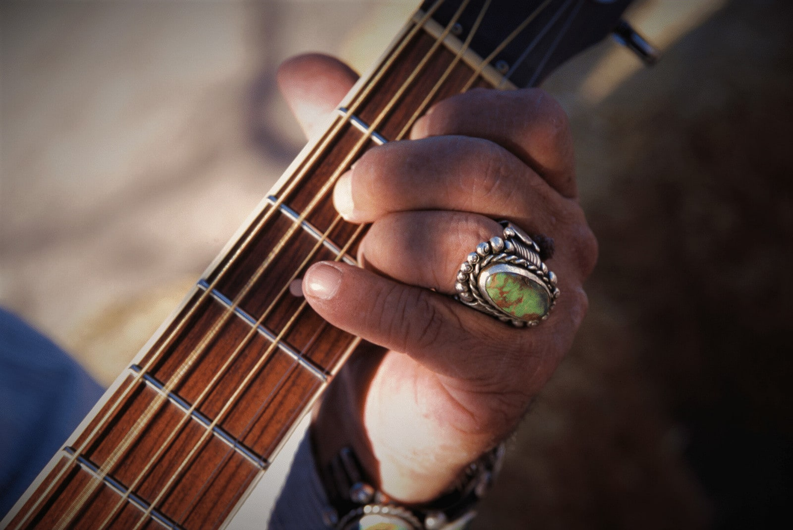 Read more about the article 9 Best Guitars for Short and Fat Fingers in 2021 – Buyer's Guide