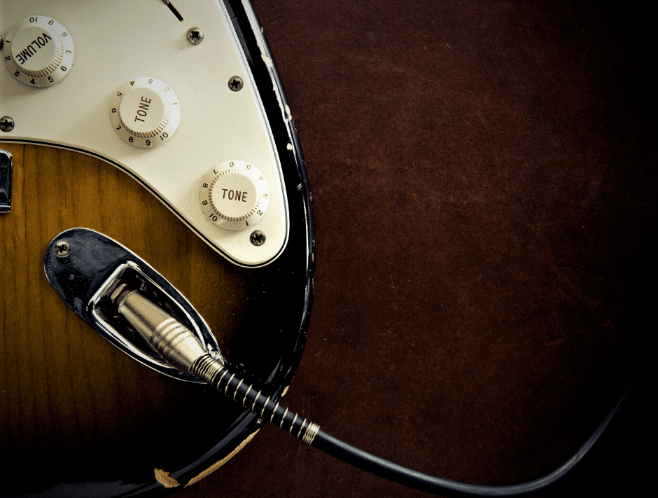 Read more about the article 5 Best Guitar Cables Under $20 in 2021 – Cheap Cables Can Offer Good Tones