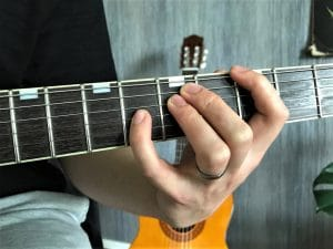 How to play guitar with small hands - limited reach over the fretboard