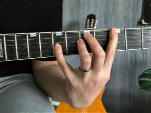 How to play guitar with small hands - improved reach over the fretboard