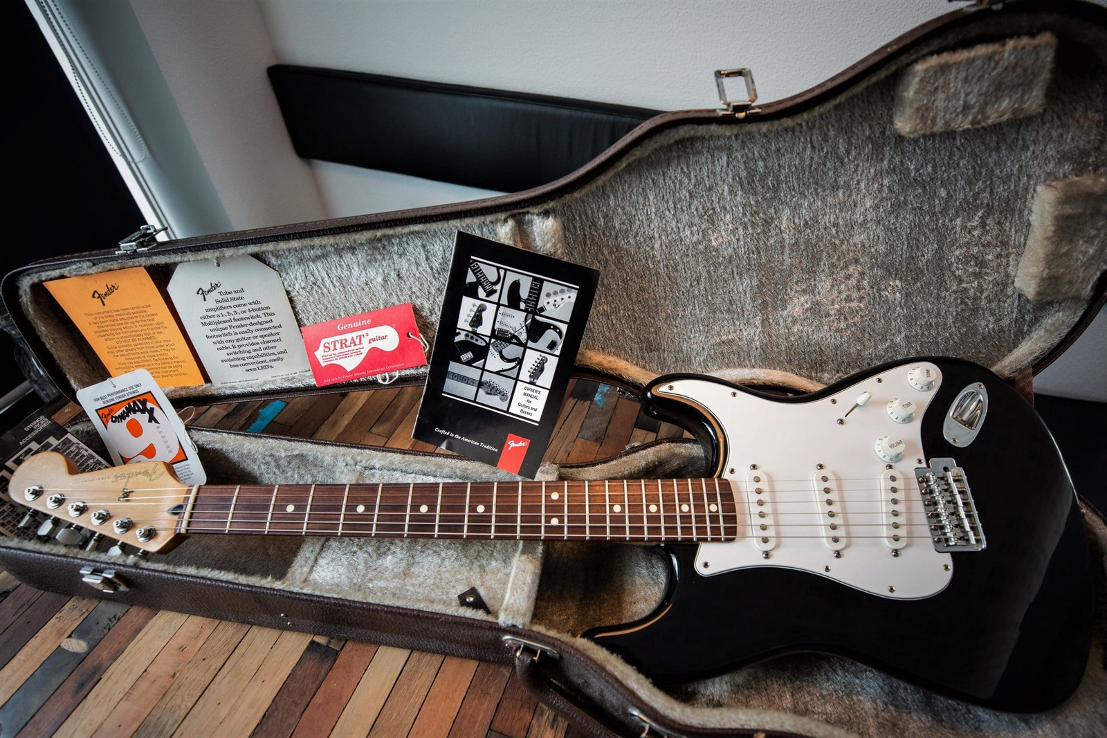 5 Best Guitar Cases for Stratocasters in 2020 – Buyer's Guide