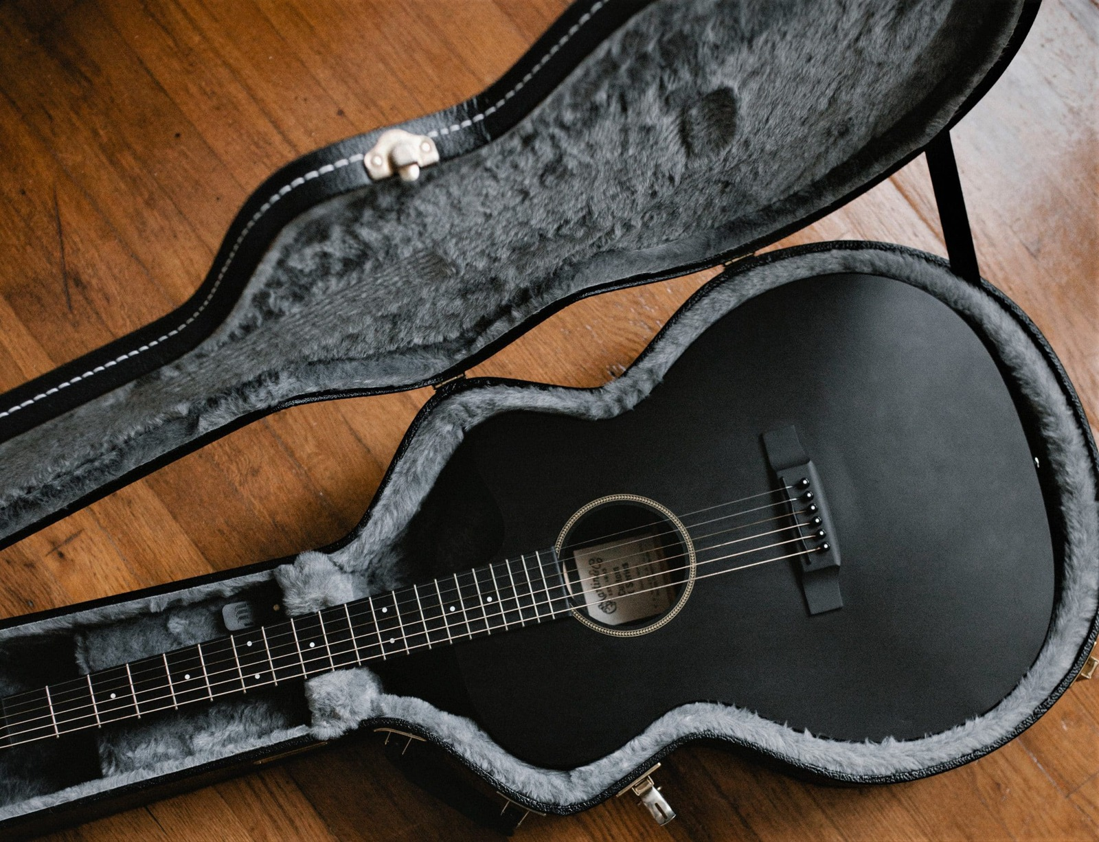 5 Best Acoustic Guitar Cases in 2020 – Buyer's Guide