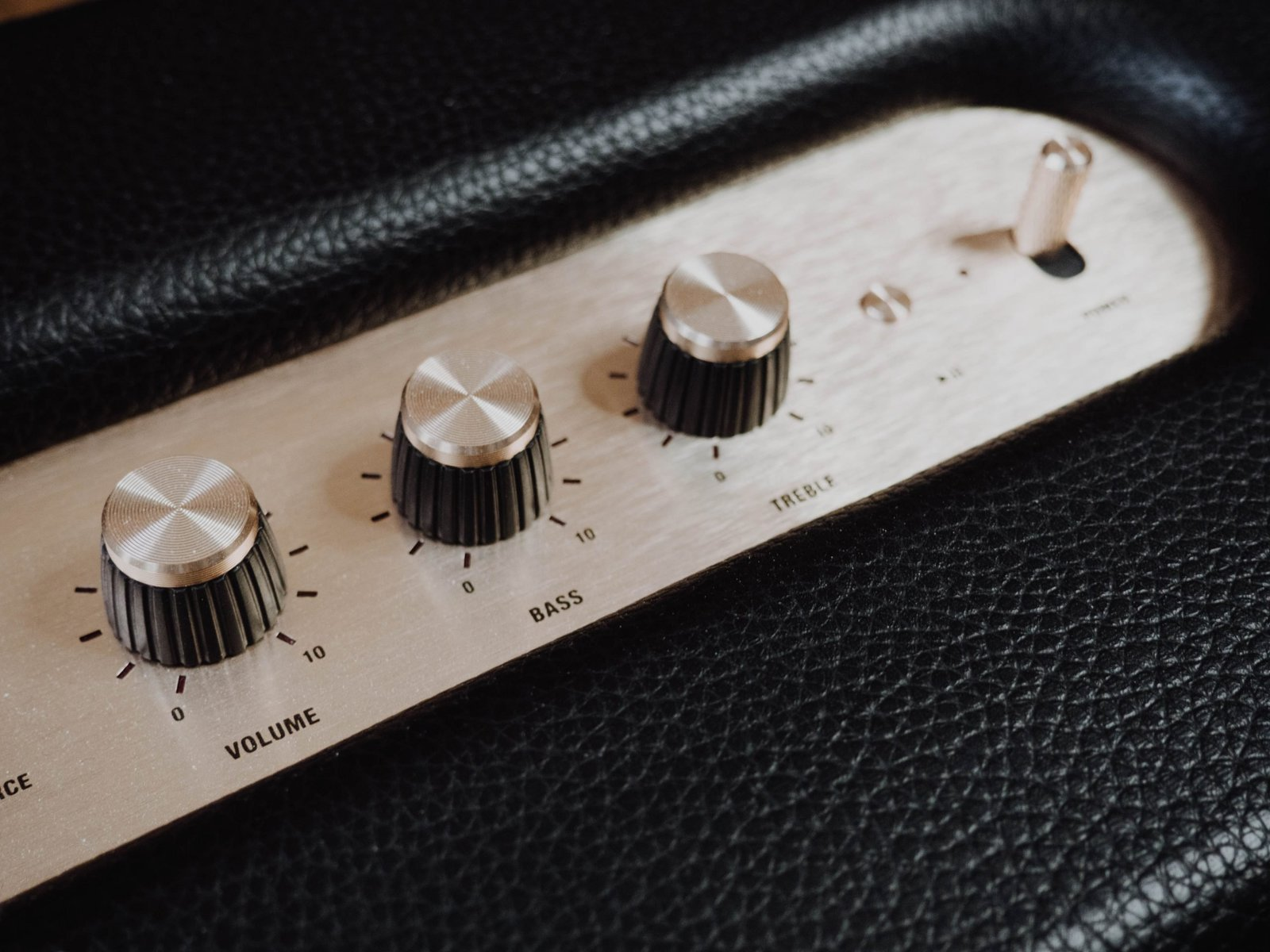 5 Best Acoustic Guitar Amps Under $200 in 2021 – Buyer's Guide
