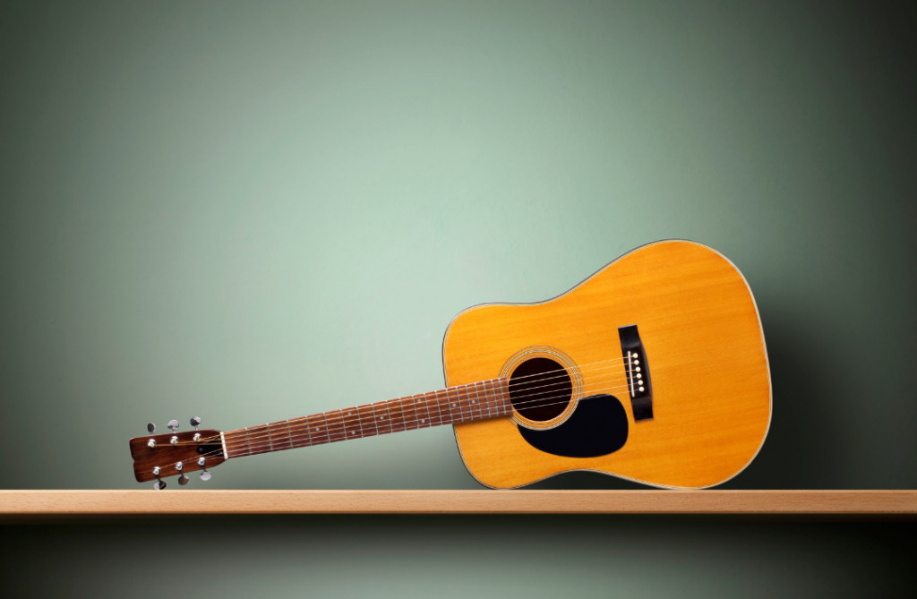 displays Dreadnought acoustic guitar body shape  - helps to choose the best blues acoustic body shape