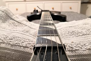 Jackson JS22 Dinky playability displayed for readers