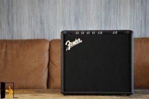 displays Fender Mustang LT25