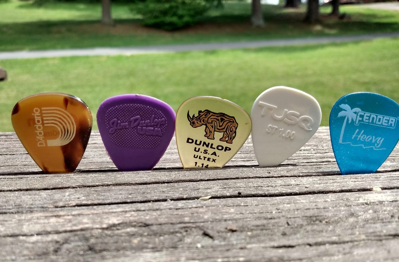 Read more about the article 5 Best Acoustic Guitar Picks of All Time – Owned & Tested