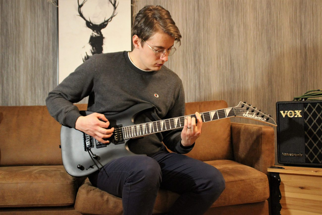 You are currently viewing 5 Best Metal Guitars for Beginners in 2021 – These Axes Will Kickstart Your Shred Journey